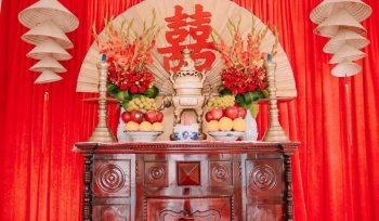 Trang trí bàn thờ gia tiên tông đỏ sang trọng