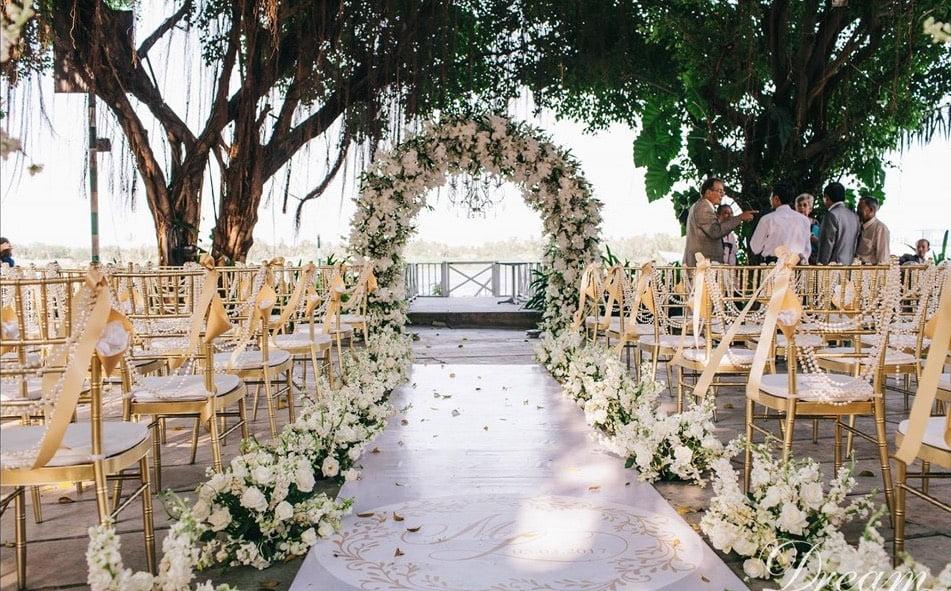Trang trí tiệc cưới ngoài trời đẹp